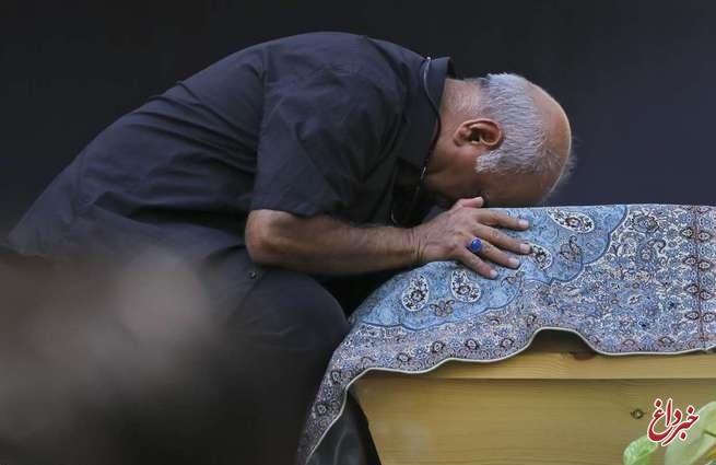 وداع با عزت سینمای ایران  علی نصیریان: ما بدجور تنها ماندیم   فاطمه معتمدآریا: من دلیلی برای گریه کردن ندارم+تصاویر